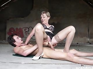 Granny knows how to suck a young cock and rides it energetically