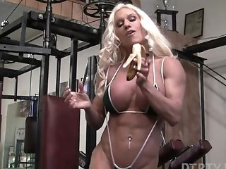 Naked Female Bodybuilder Ashlee Chambers Fucks Crush Banana