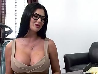 Mature slut Jasmine Jae fucked hard by a nasty hunk