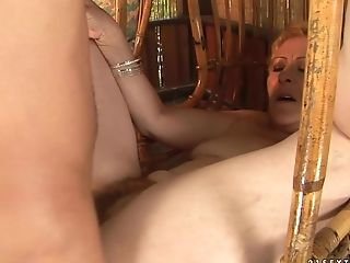 Mature with juicy ass shows her slutty side to hard dicked dude by taking his erect tool in her mouth