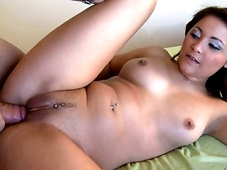 Stacked beauty makes ordinary sex an overwhelming experience