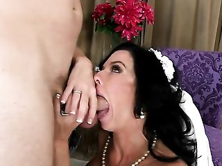 Veronica Avluv loves the way Levi Cash drills her mouth