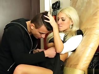 Blonde: 859 Videos