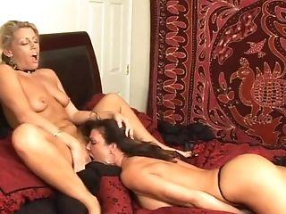 Deauxma getting horny sed wit milf lesbianas mom