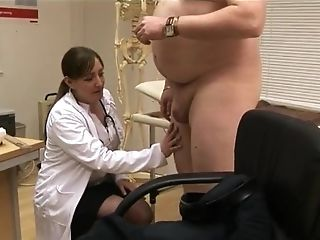 Chubby man with a small dick gets watched by four sexy doctors