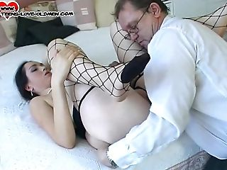 Bouncing on the cock brings this curvy babe loads of sexual pleasure