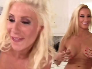 Milf Anita Dark with bubbly bottom loves Puma Swede's fingers deep inside her twat